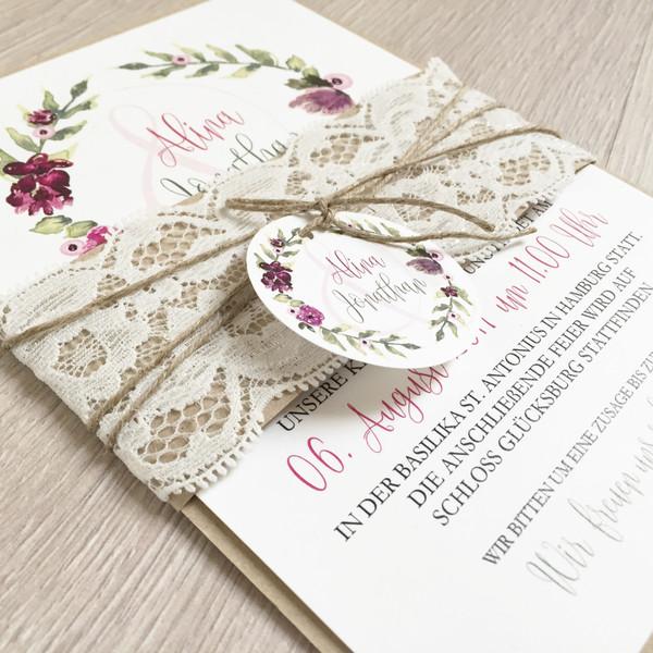 Einladung Hochzeit Boho Bordeaux Blumen Kranz Kraftpapier